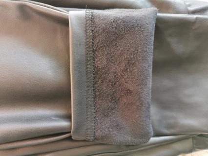 Kunstnahast püksid taskudega