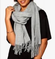 Теплый зимний шарф с бахрамой